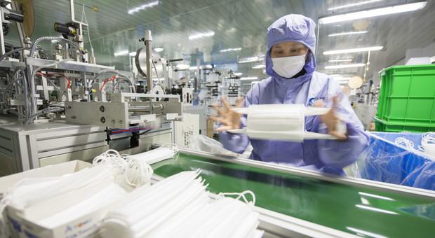 Coronavirus, in arrivo 3 milioni di mascherine, Di Maio ne ordina 100 milioni in Cina