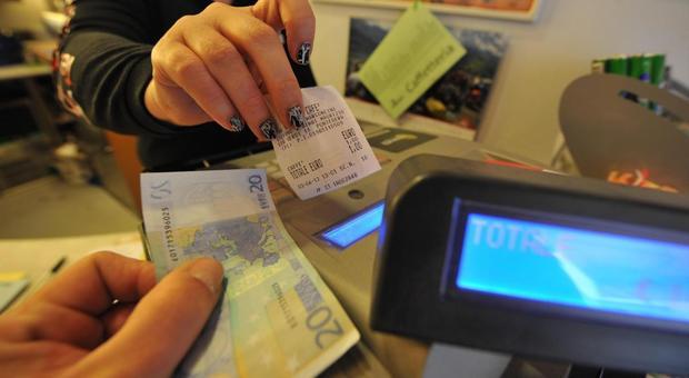 Lotteria degli scontrini: il 7 agosto la prima estrazione, ogni mese tre premi da 30 mila euro