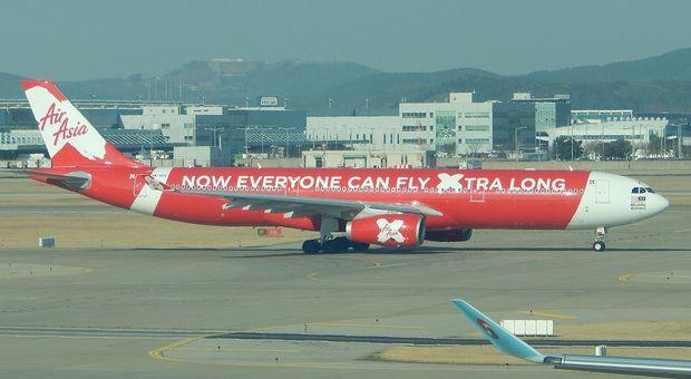 Bimba di due mesi muore in aereo: tragedia sul volo Kuala Lumpur-Perth