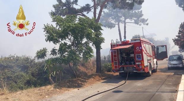I vigili del fuoco al lavoro a Santa Severa Nord