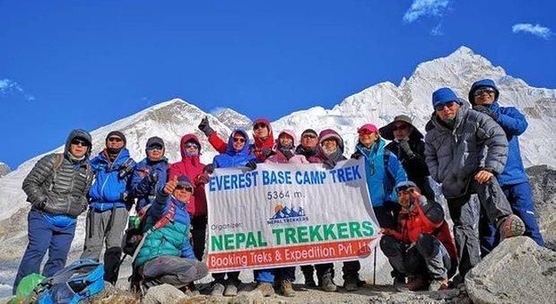 Coronavirus, chiude anche l'Everest, migliaia di alpinisti stranieri ospitati gratis in Nepal, tanti gli italiani