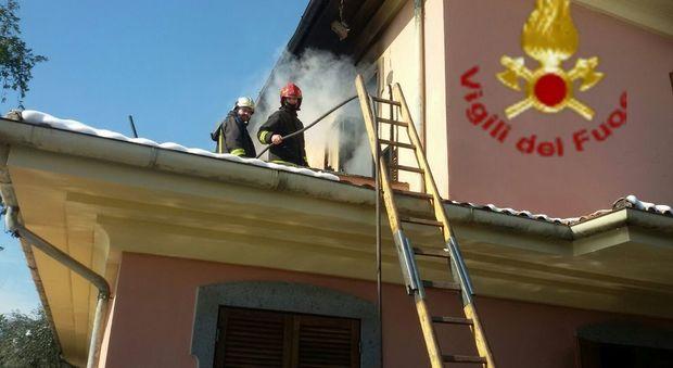 L'intervento dei vigili del fuoco a Velletri