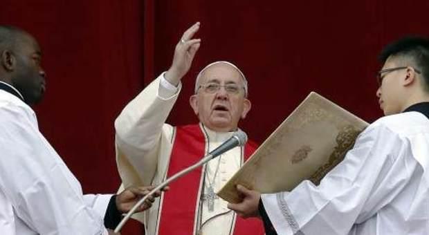 Covid, Papa Francesco invita alla preghiera globale e assolve dai peccati