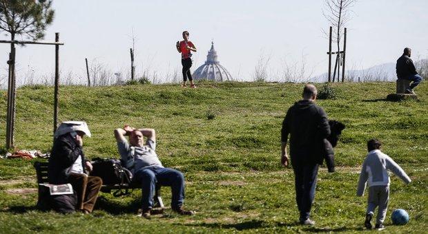 Roma, #Iorestoacasa ma parchi e ville sono pieni di persone