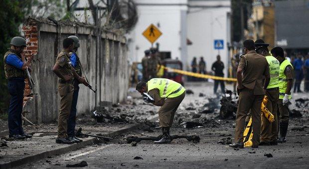 Sri Lanka, nuova esplosione a Colombo. Trovati 87 detonatori: 290 morti. «Gruppo jihadista dietro agli attacchi»