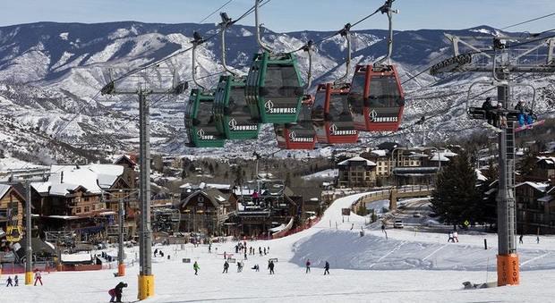 Coronavirus, italiani in fuga dalla Valle D'Aosta: «Vanno a sciare in Francia, code a Chamonix»