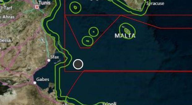 Migranti, Alarm Phone: «Nave con 70 persone partita dalla Libia imbarca acqua. Italia e Malta non inviano soccorsi»