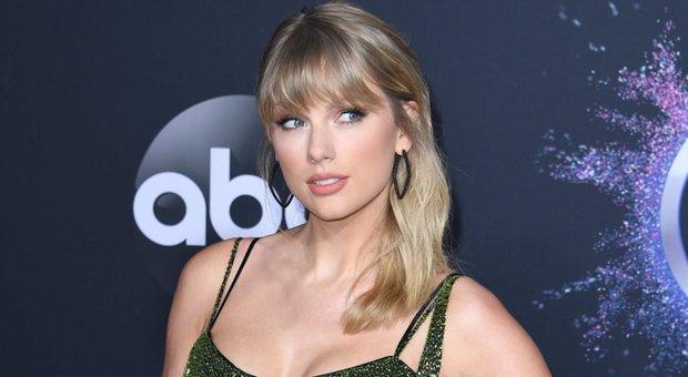 Taylor Swift: «Ho sofferto di disturbi alimentari, mi riducevo alla fame»