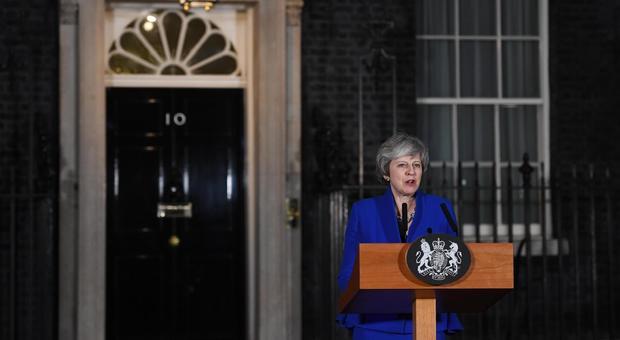 Brexit, May: «Elezioni peggior soluzione». Ue: no deal, rischio mai così forte