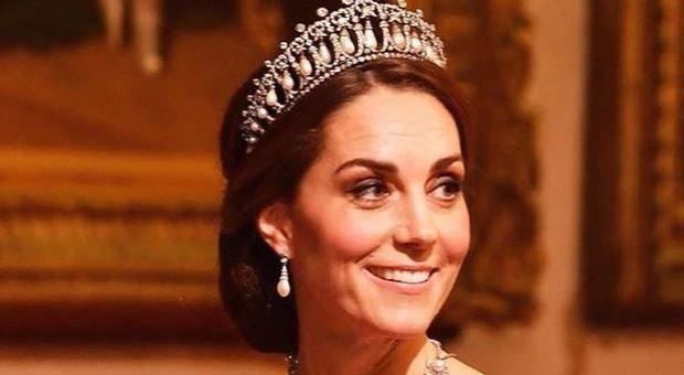 Kate Middleton regina? Ecco perché Elisabetta, vicina ai 95 anni, potrebbe abdicare