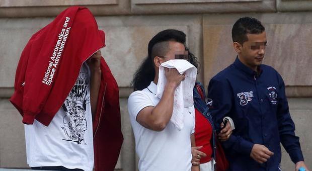 Spagna, ragazza 14enne violentata dal branco, ma lei era «incosciente»: pena ridotta per gli aggressori