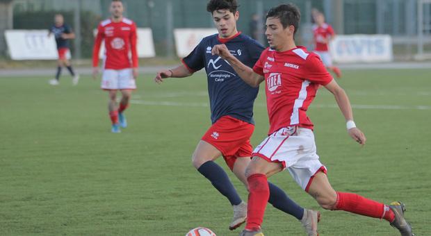 L'attaccante Alessandro Peroni, 18 anni, in azione durante una partita del Matelica