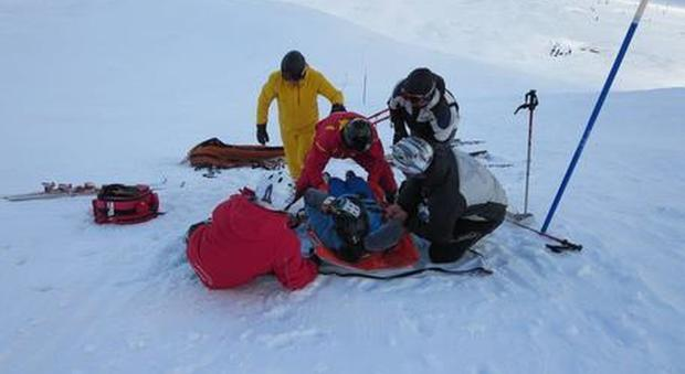 Finisce contro la barriera mentre scia con papà, bimba muore al Sestriere