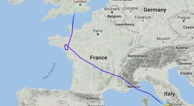 Atterraggio fuori programma a Londra per un volo Alitalia: arrestato «passeggero indisciplinato»