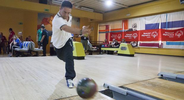 Fabio Borgognoni, campione 30enne di Bowling con sindrome di Down. Sarà ai giochi Special Olympics di Abu Dhabi 2019