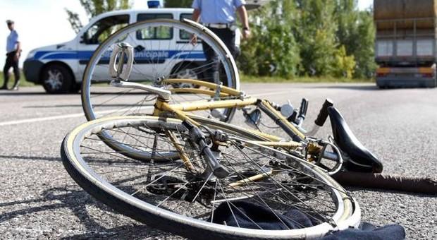 Macerata, ciclista 56enne travolto da auto: morto in ospedale