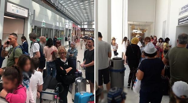 Volotea, i passeggeri a Venezia in attesa del volo per Mykonos