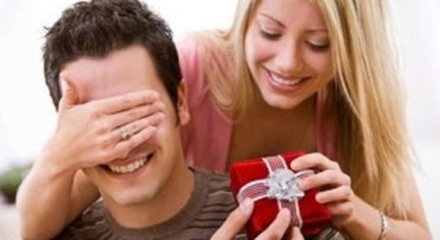 Lei è più generosa di lui, il cervello femminile è gratificato nel dare