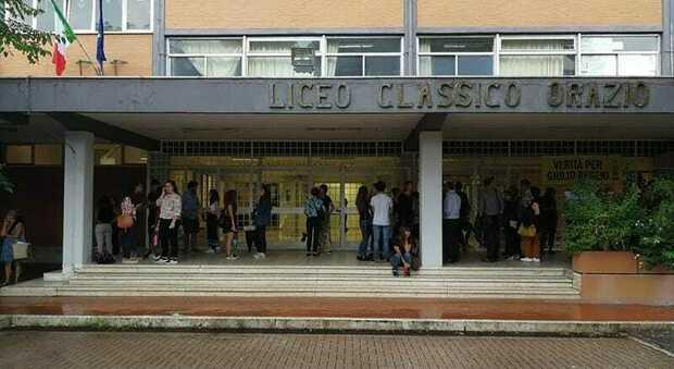 Covid Roma, contagi dall'Orazio al Falcone: allarme per le feste tra studenti
