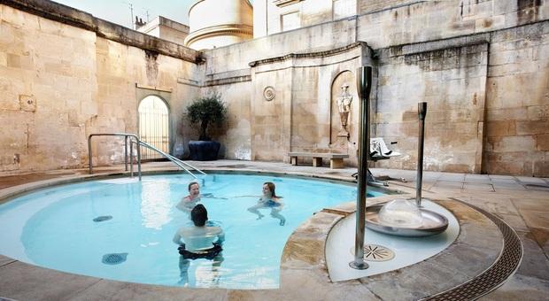 Immergersi nelle terme di Bath nello stile degli antichi romani