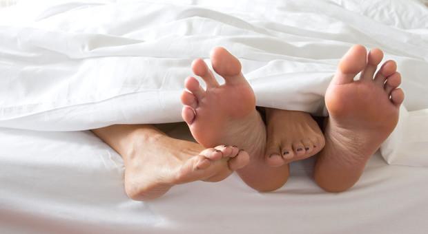 «Fare sesso regolarmente allontana la menopausa»