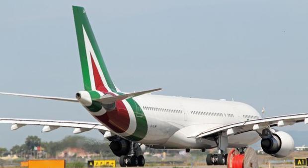 Alitalia, 3 miliardi di capitale con nuove alleanze e lungo raggio
