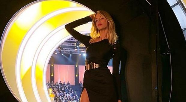 Alessia Marcuzzi e il post dopo il caso Riccardo Fogli, fan choc: «Sparisci brutta anoressica». Lei reagisce così