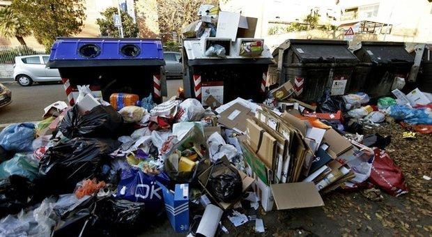 Rifiuti, il Comune dice sì ai siti per le discariche. È rottura tecnici-Raggi