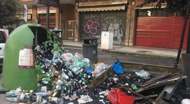 Roma, emergenza rifiuti di Natale Ama diserta la Commissione Ambiente: l'ira dei Cinque Stelle