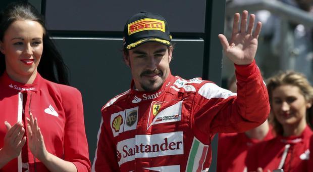 Fernando Alonso con la tuta della Ferrari