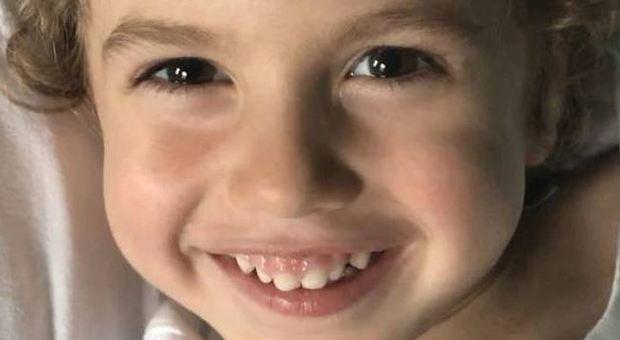 Bimbo di tre anni muore per una malattia incurabile, paese in lutto per il piccolo Alessandro