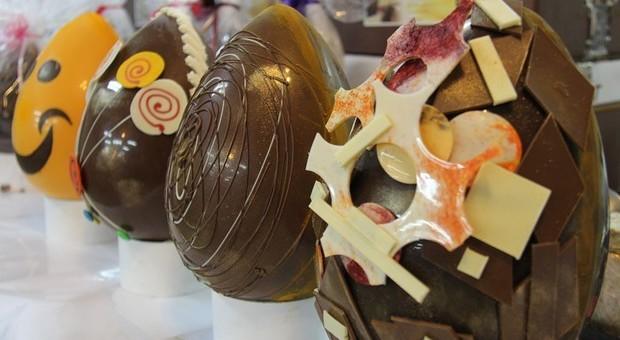 """Uova di Pasqua troppo presto nei negozi: """"rischiose tentazioni"""" per la linea"""