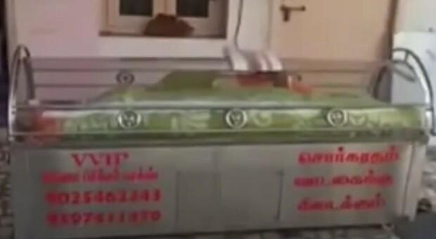 Muore a 74 anni e viene messo in un congelatore, ma si risveglia dopo 20 ore: la famiglia nei guai