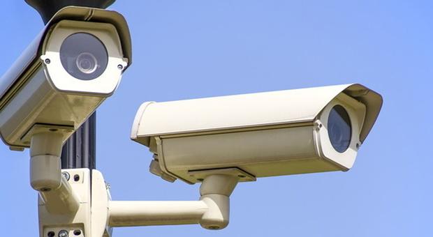 Massignano, strano furto al deposito mezzi: i ladri portano via le telecamere di videosorveglianza