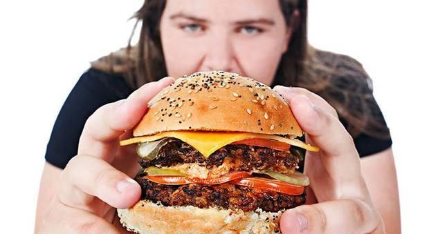 Mangiar male uccide più di fumo e pressione alta, una morte su 5 colpa della dieta