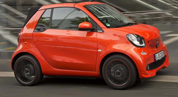 La nuova Smart Fortwo Brabus in versione cabriolet