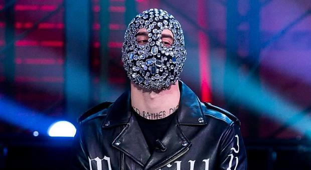 Junior Cally, chi è il rapper dalle maschere griffate
