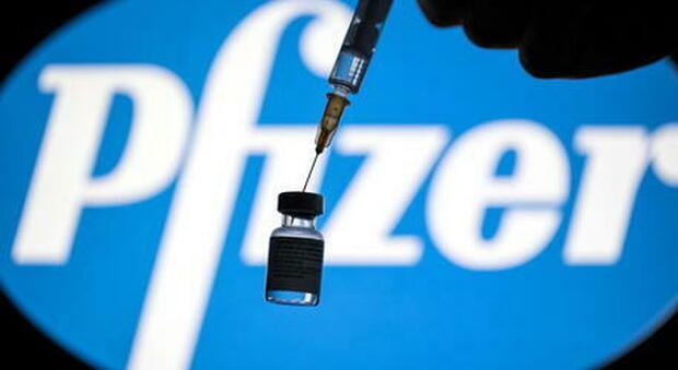 Vaccino Covid, Pfizer: «In laboratorio sembra funzionare anche contro la variante inglese»