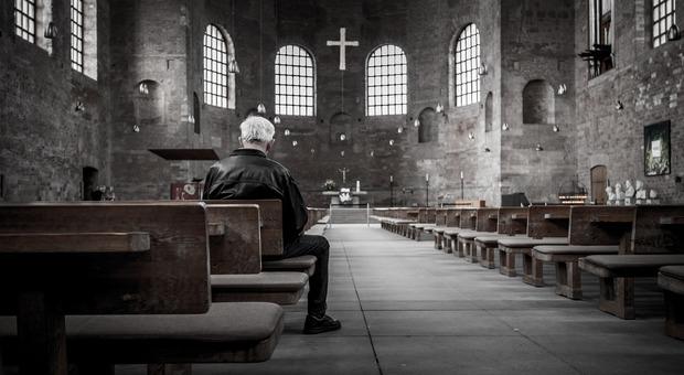 Coronavirus. Messa della domenica delle Palme: in chiesa il parroco e tre fedeli, tutti multati