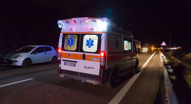 Sul posto l'ambulanza del Suem e i carabinieri