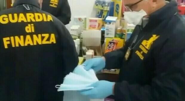 Covid, 5 milioni di mascherine «non certificate» per il Lazio. Tre arresti: «Abbiamo parlato con Arcuri»