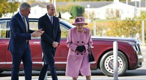 La Regina Elisabetta torna in pubblico dopo 7 mesi di isolamento
