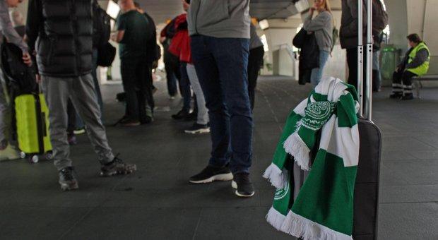 Roma, ultras Lazio accoltellano due tifosi del Celtic in Centro