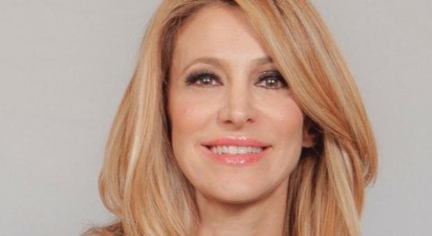 Adriana Volpe, flirt nella casa del Grande Fratello Vip? «C'è tensione sessuale...» (ufficio stampa Gf Vip)