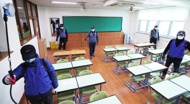 Coronavirus, scuole chiuse a Napoli. Il sindaco De Magistris: «Igienizzazione e sanificazione»