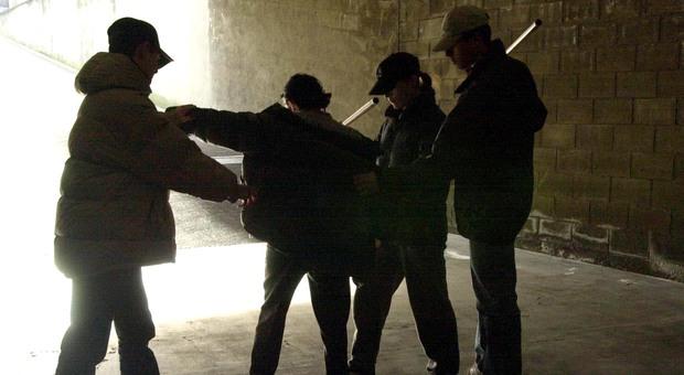 Roma, scontro tra baby gang rivali: identificati gli autori del pestaggio a San Giovanni