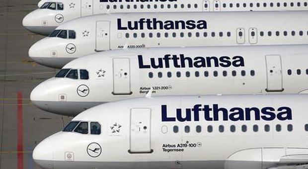Serbia, allarme bomba: evacuato aereo Lufthansa Belgrado-Francoforte