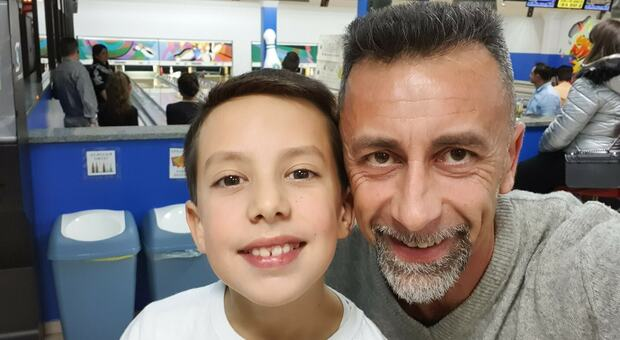 Uccide il figlio di undici anni, la madre: «Vigliacco, pensavo potesse fare male solo a me»