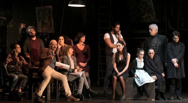 Michele Placido con la compagnia dello spettacolo Sei personaggi in cerca d'autore al Teatro Quirino da domani