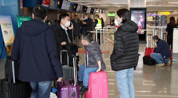 Coronavirus, tensione fra Italia e Cina per lo stop dei voli. Di Maio: «Il blocco resta»